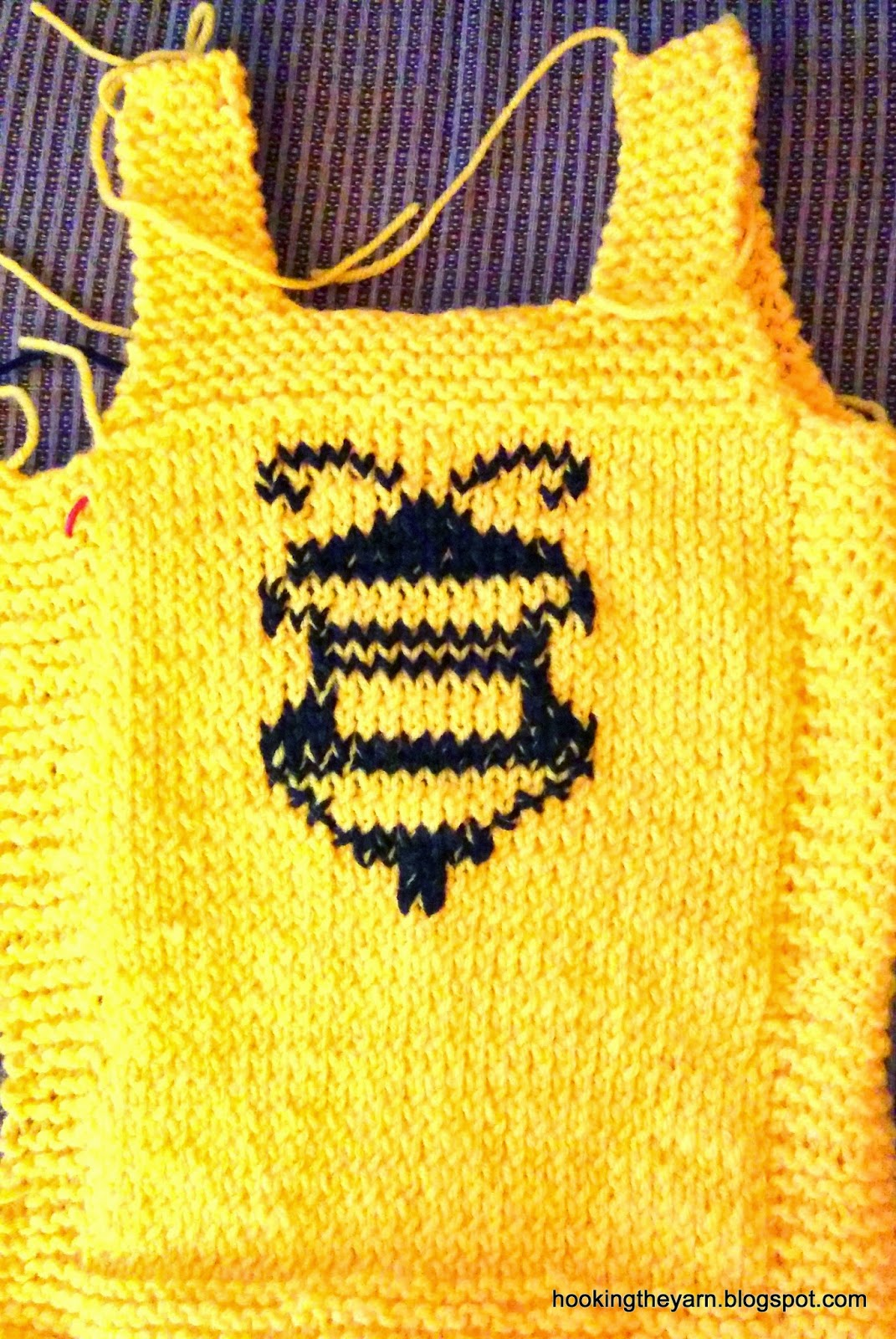 Hookingtheyarn: Knitted bumble bee baby set