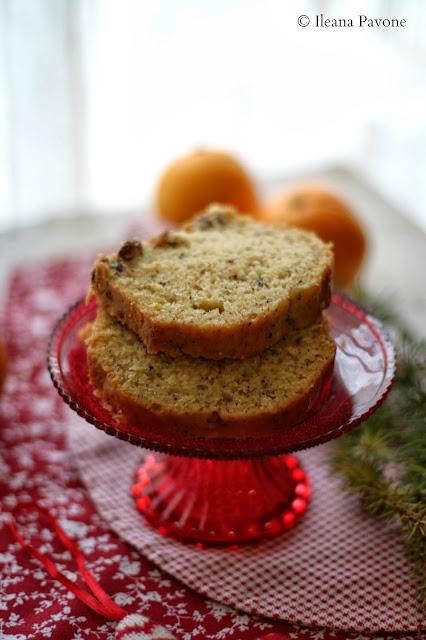 le bloggelfe, un cake natalizio all'olio d'oliva, nocciole e uvetta al profumo di arancia e rum ( senza lattosio ) e una bellissima novità