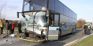 Bus NasDem Di hancurkan Oleh Pria-Pria Berambut Cepak