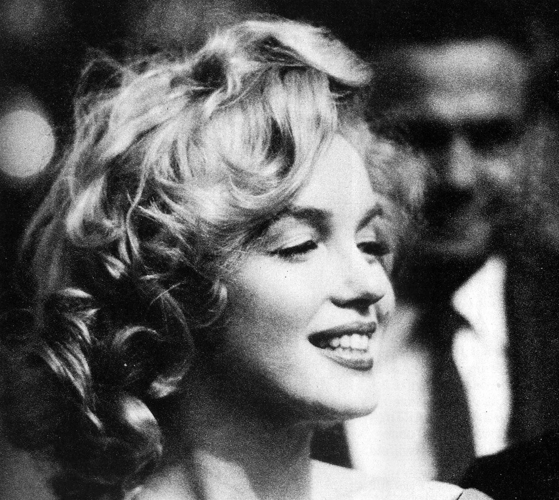 http://1.bp.blogspot.com/-9sPB8b6VyaA/T85bun0x5MI/AAAAAAAAEOM/KNLbE19Zqbo/s1600/Marilyn-Monroe-marilyn-monroe-14991390-1500-1342.jpg
