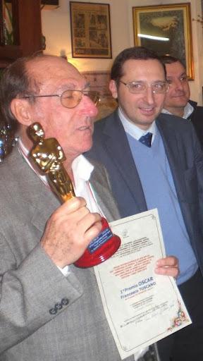 Il Poeta e Scrittore Francesco TUSCANO con l'OSCAR .. Vince il 1° Super OSCAR.. 14-12-2013!