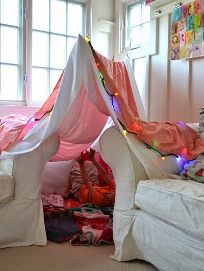 http://www.todaysparent.com/family/activities/9-creative-indoor-forts/?gallery_page=2#gallery_top