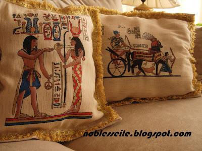 eski mısır desenli yastık