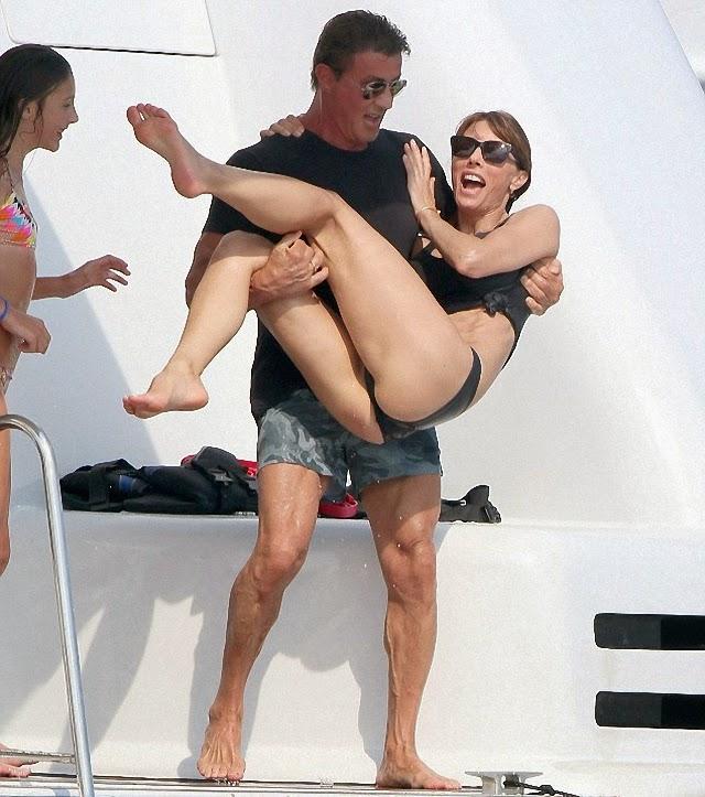 Miren las tetas de la mujer de Sylvester Stallone