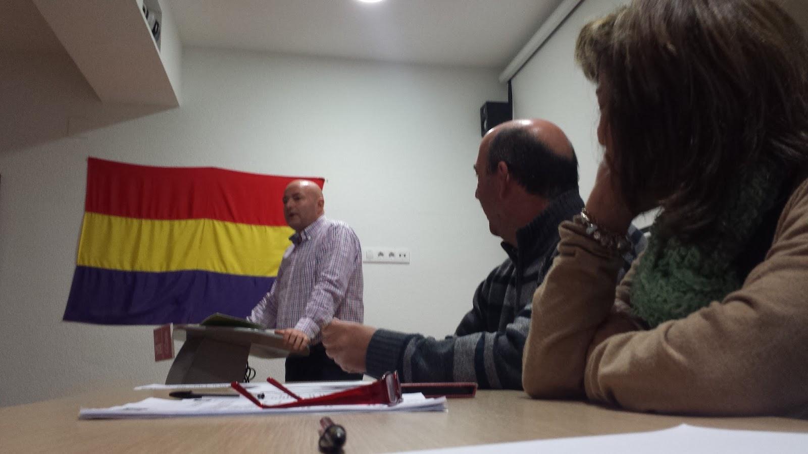 Un momento de la asamblea en la sede del PSOE de Béjar, Javier Garrido al fondo, secretario general y uno de los posibles cndidatos a la alcaldia