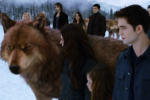 The Twilight Saga: Breaking Dawn Part 2 Edward, Bella and a really big wolf movieloversreviews.blogspot.com