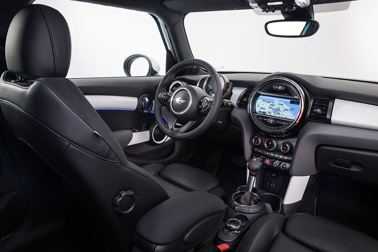 Mini Cooper 5-door Hatch dash