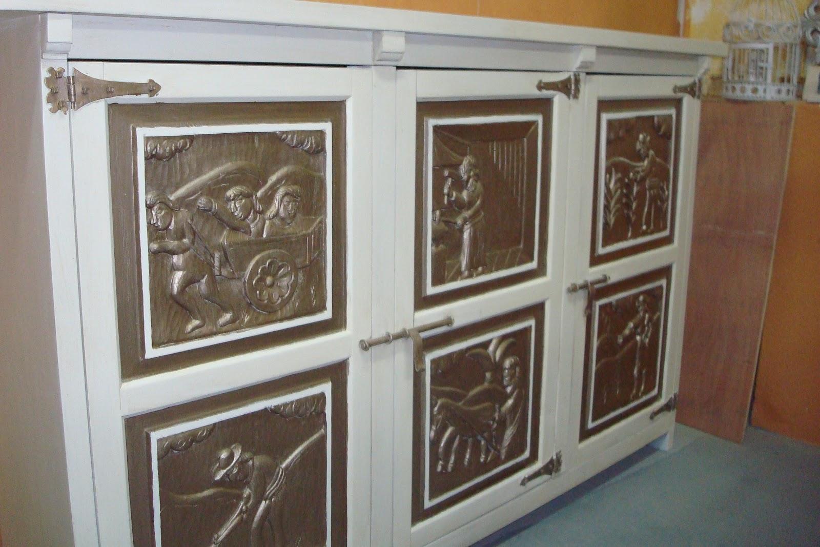 Antiguo mueble con relieves - Muebles epoca salamanca ...