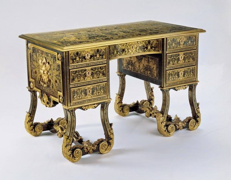Knee-hole writing-table, c. 1710, Oak, première- and contre-partie Boulle marquetry of brass and turtleshell, gilt bronze, walnut and ebony,Object size: 85 x 132 x 73 cm