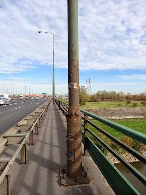 Rdza na moście Grota-Roweckiego