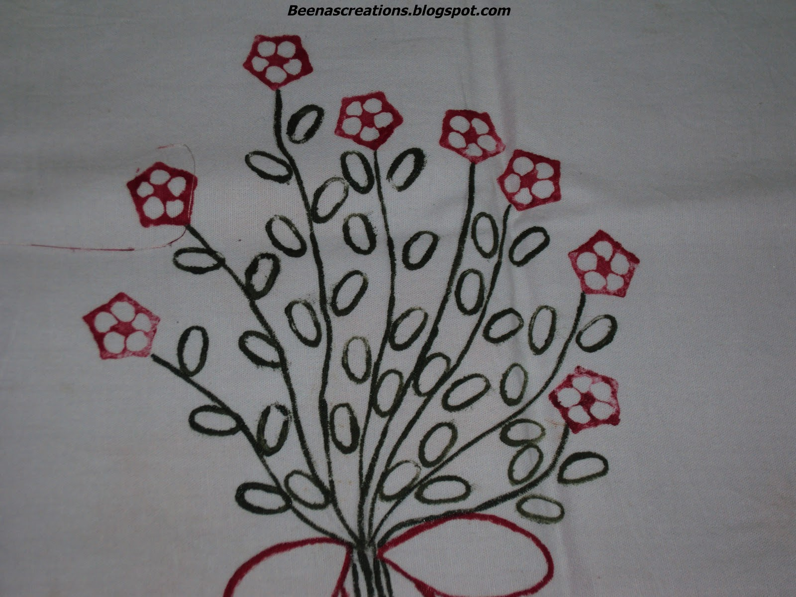 Vegetable Printing http://beenascreations.blogspot.in/2012/05/vegetable-printing-with-fabric-paint.html#!