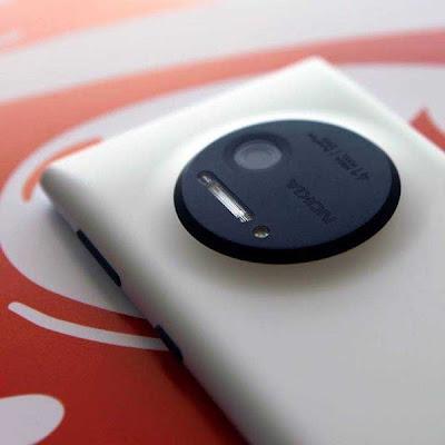 "Nokia Lumia 1020 - ""41 MP"" Camera"
