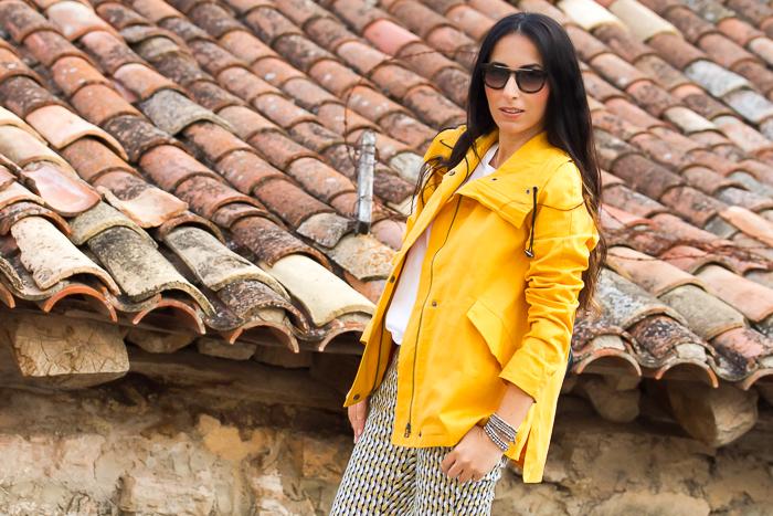 Blogger de Valencia con Look casual y comodo con chaqueton mostaza de nueva coleccion