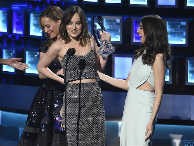 Sandra Bullock, Dakota, Johnny Depp: Winners at People's Choice Awards (Photos) 2