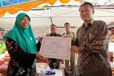 Siti Muntamah terima penghargaan dari Prof Matsumoto Toru