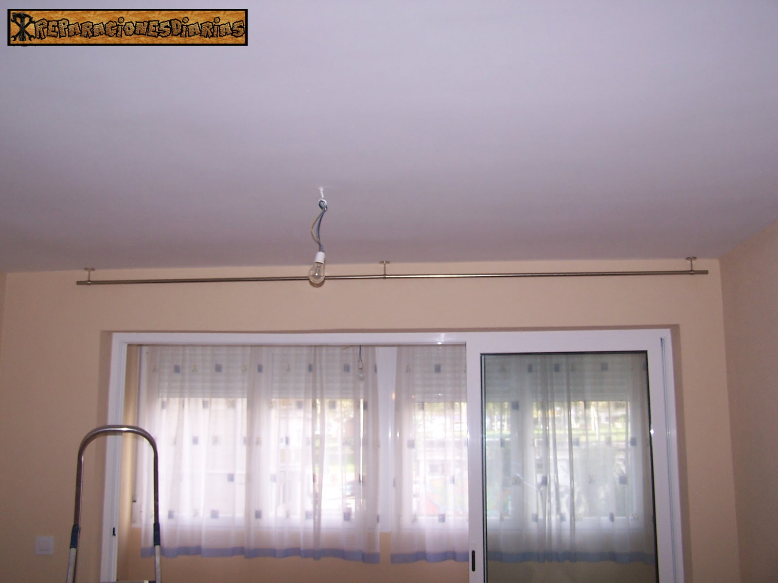 reparacionesdiarias como colocar una barra de cortinas en