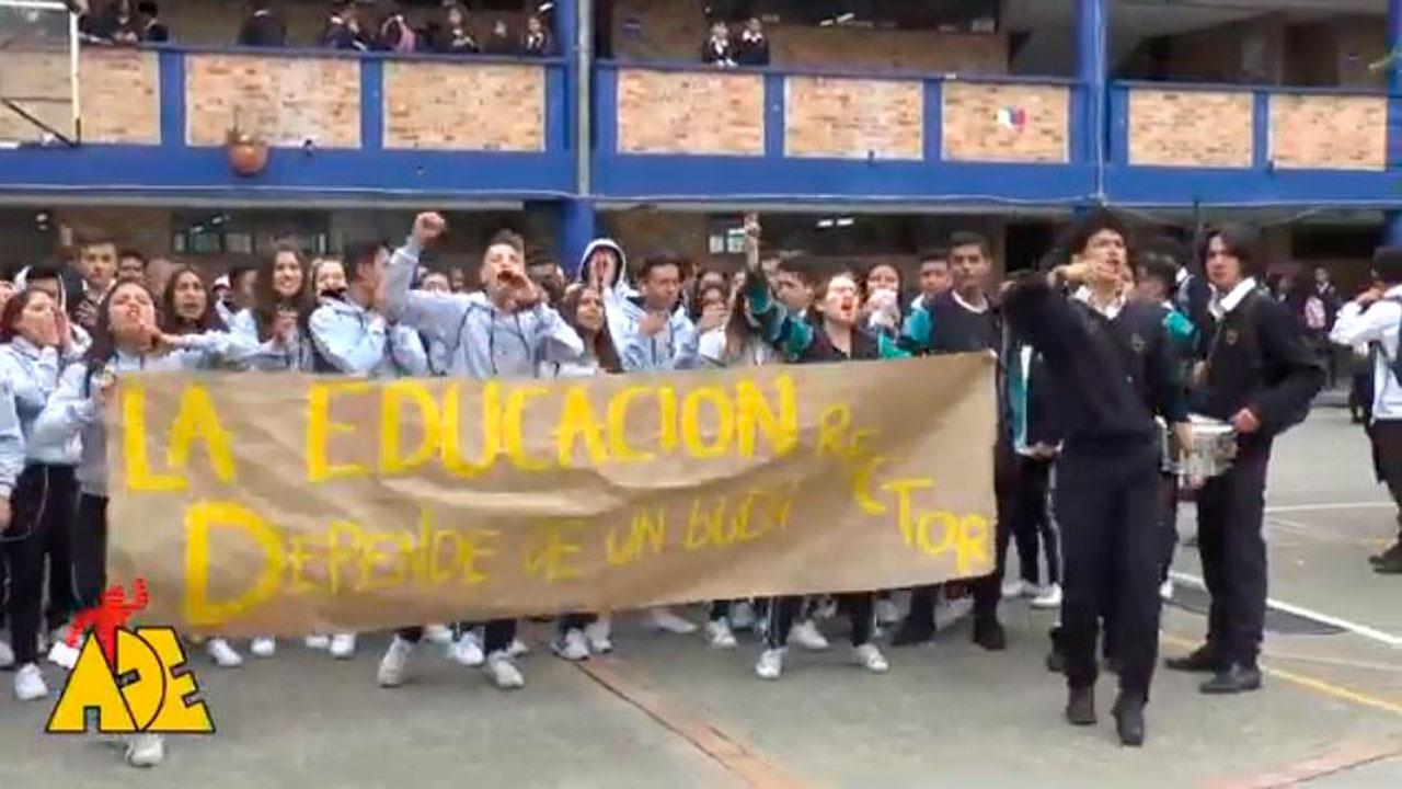 Estudiantes se toman el colegio Toberín exigiendo un rector en nombramiento