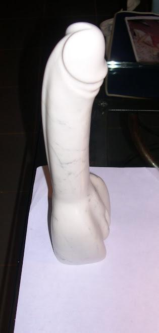 """Sculpture """"Ladyboy"""" - marbre de Carrare."""