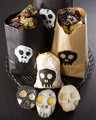 Halloween craft idea kids potato stamp carved skull simple easy no cost diy treat bag decoration unique school