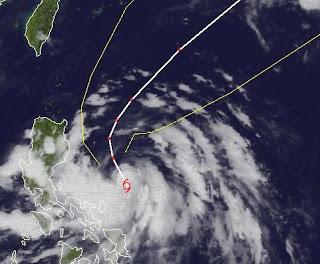Tropischer Sturm MAWAR (AMBO) Taifunsaison erster Junisturm 2012 - Sturmwarnung Philippinen, Mawar, Ambo, aktuell, Juni, 2012, Satellitenbild Satellitenbilder, Sturmwarnung, Taifunsaison, Taifunsaison 2012, Vorhersage Forecast Prognose, Philippinen,