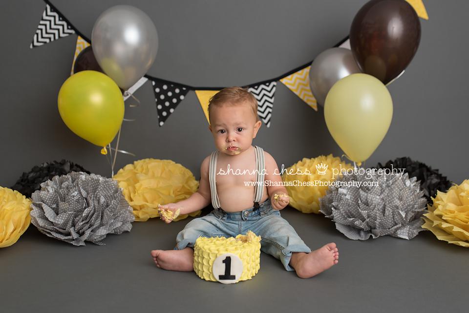 eugene and springfield oregon baby cake smash photographer