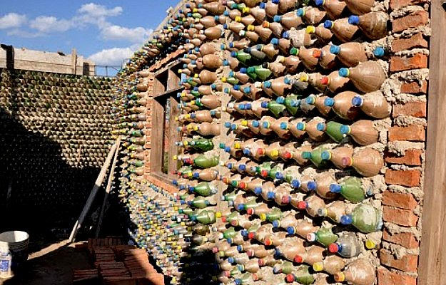 The flying tortoise this bolivian lawyer builds homes for for Ingrid house