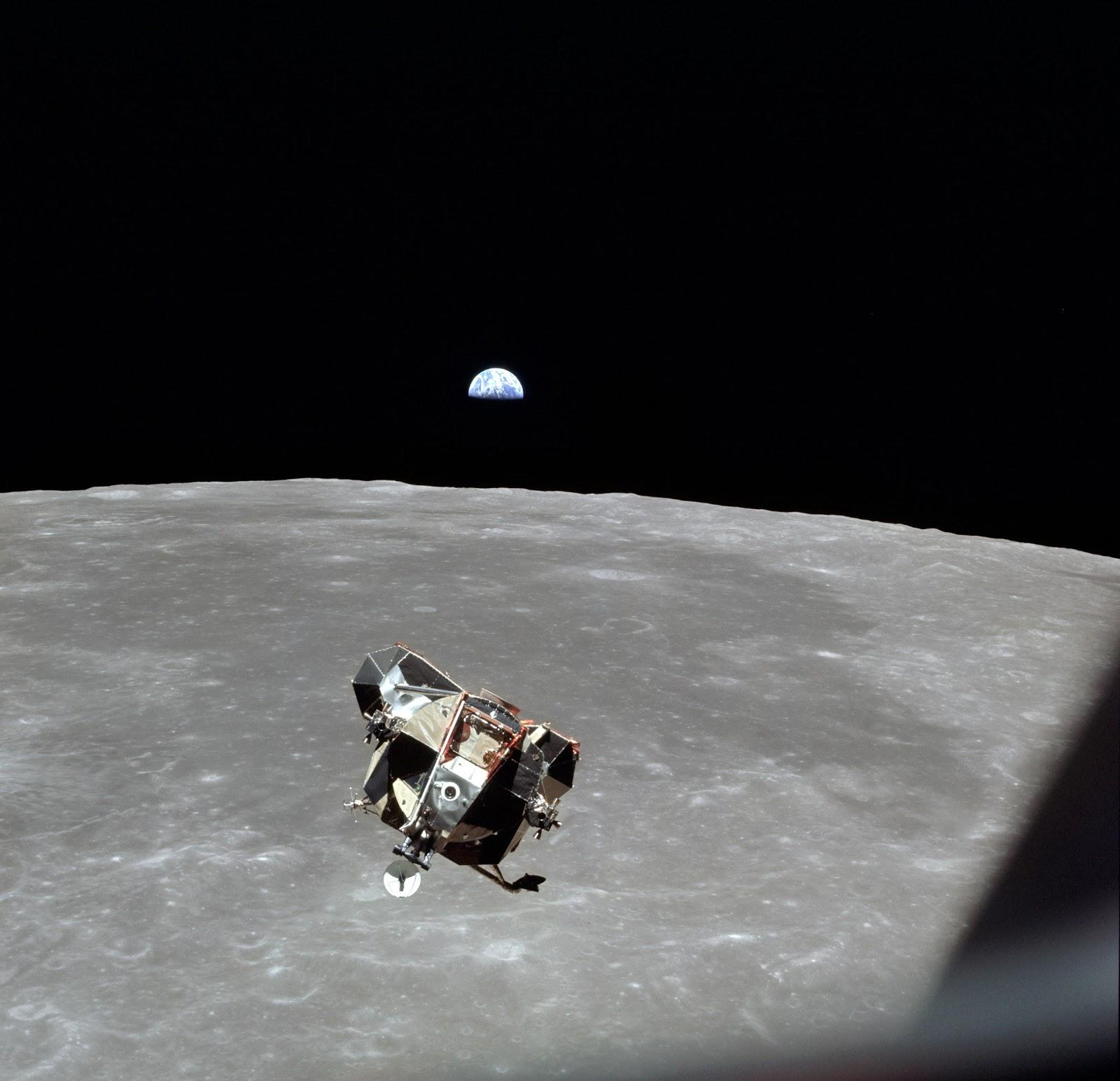 http://1.bp.blogspot.com/-9w0R64eEgSM/T-_MNjhCZDI/AAAAAAAAA1A/3bhfCPYKztM/s1600/lunar+module.jpg
