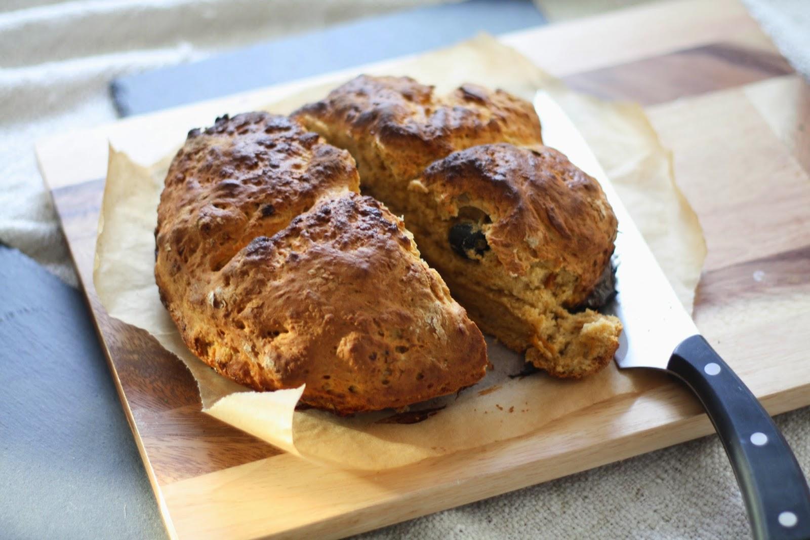 Pesto soda bread with olives