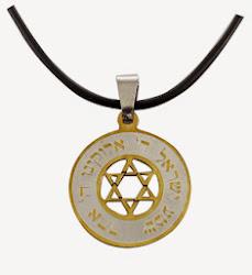 Dije acero redondo Shemá Israel Maguen letras doradas