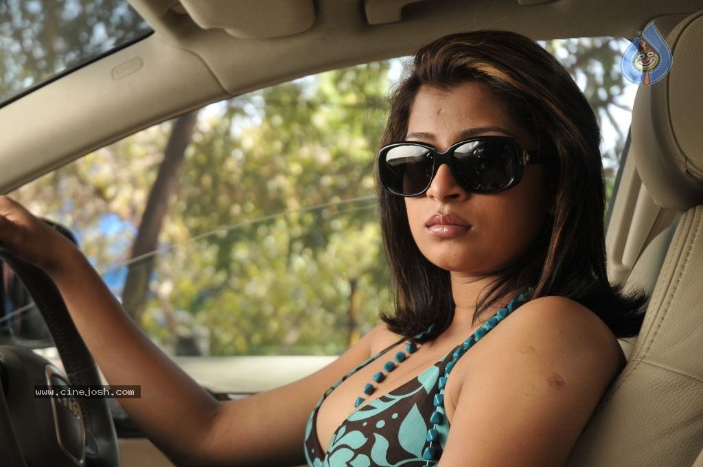 sri lankan hot actress nadeesha