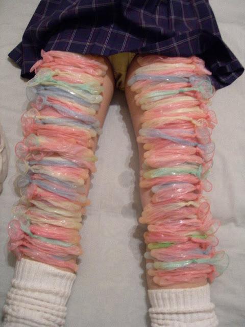 Woww..Gadis Ini Hasilkan Skirt Dari kondom Bekas