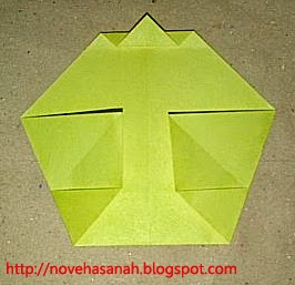 cara melipat kertas origami menjadi bentuk ayam yang sangat mudah sehingga cocok untuk anak TK atau anak SD langkah 12