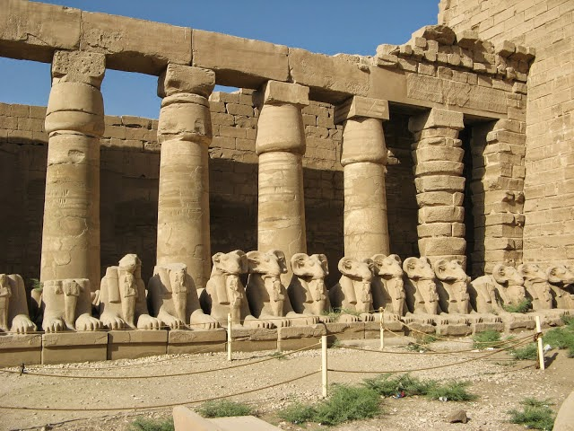 Is An Example Of The Influence From Ancient Egyptian Architecture