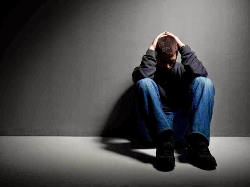 Resultado de imagem para homem depressivo