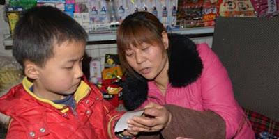 Lima Kisah Anak Kecil Rawat Orang Tua Paling Mengharukan di Dunia