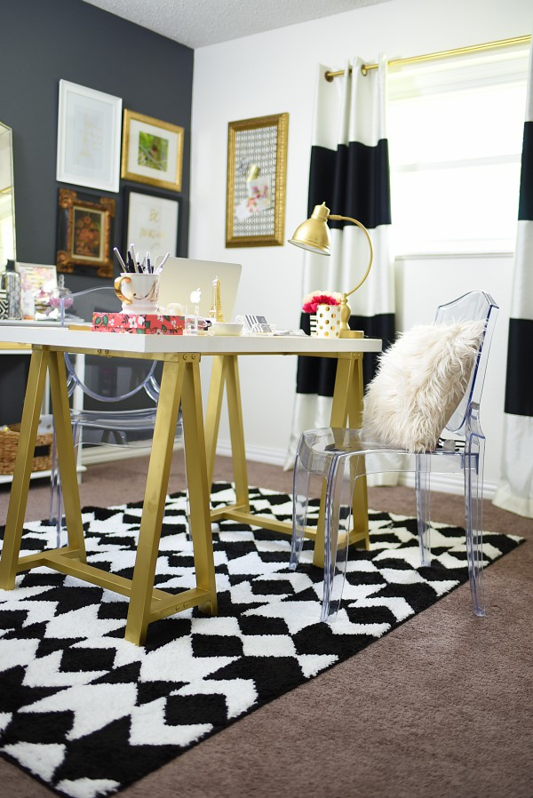 A small spare bedroom gets turned into a blogging home office. The black, white & gold color scheme is gorgeous, and there are many affordable DIY ideas in this post via monicawantsit.com