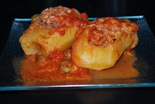 http://enlosfogonesderaquel.blogspot.com.es/2012/06/patatas-rellenas-de-carneolla-electrica.html