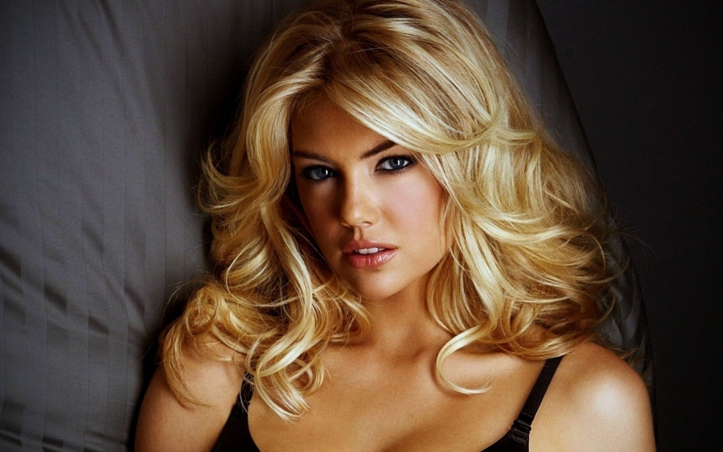 Wall hit kate upton feet wallpapers free download kate upton feet wallpapers for super definition and dual monitors you can download your desired wallpaper very easily from wallhitspot altavistaventures Choice Image