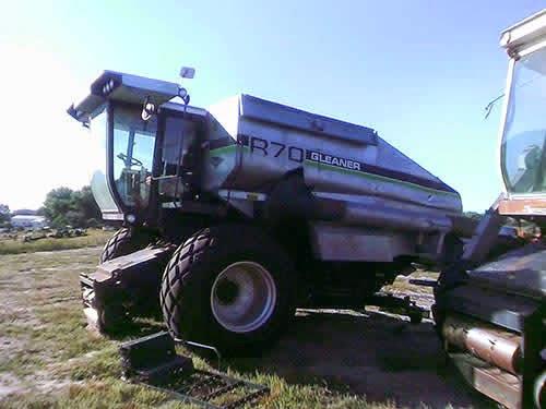 EQ-22806 Gleaner R70 Combine