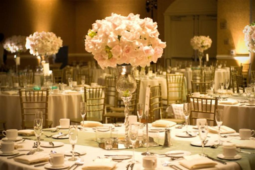 Flowers decorations wedding party flower decoration for Wedding banquet decorations