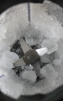 Eiswürfel zerkleinern im Mixer