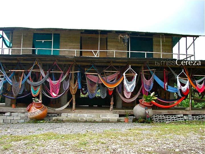 Hamacas de colores en costarica