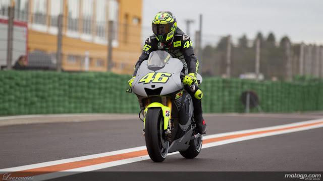 Foto-Yamaha-YZR-M1-Valentino-Rossi_2