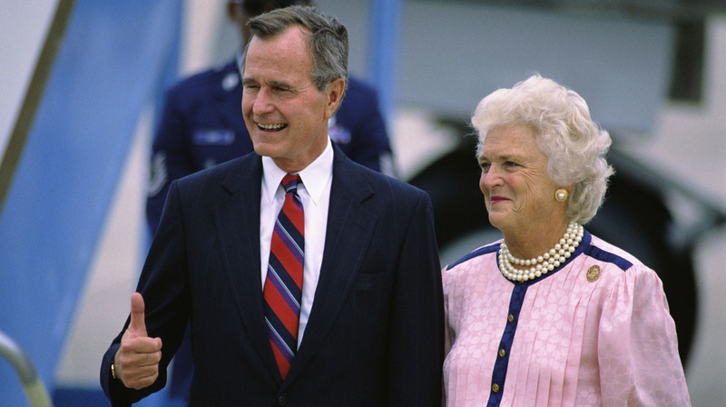 george-hw-and-bush-sr-and-wife-barbara-bush jpgBarbara Bush And George Bush Young
