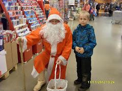 Joulupukkipalvelua eri marketeissa ja tavarataloissa, sekä kotitalouksille