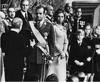 Muchos españoles dieron su sangre por la Monarquía y muchos están entregando su dignidad bajo el poder sancionador de Juan Carlos de Borbón.