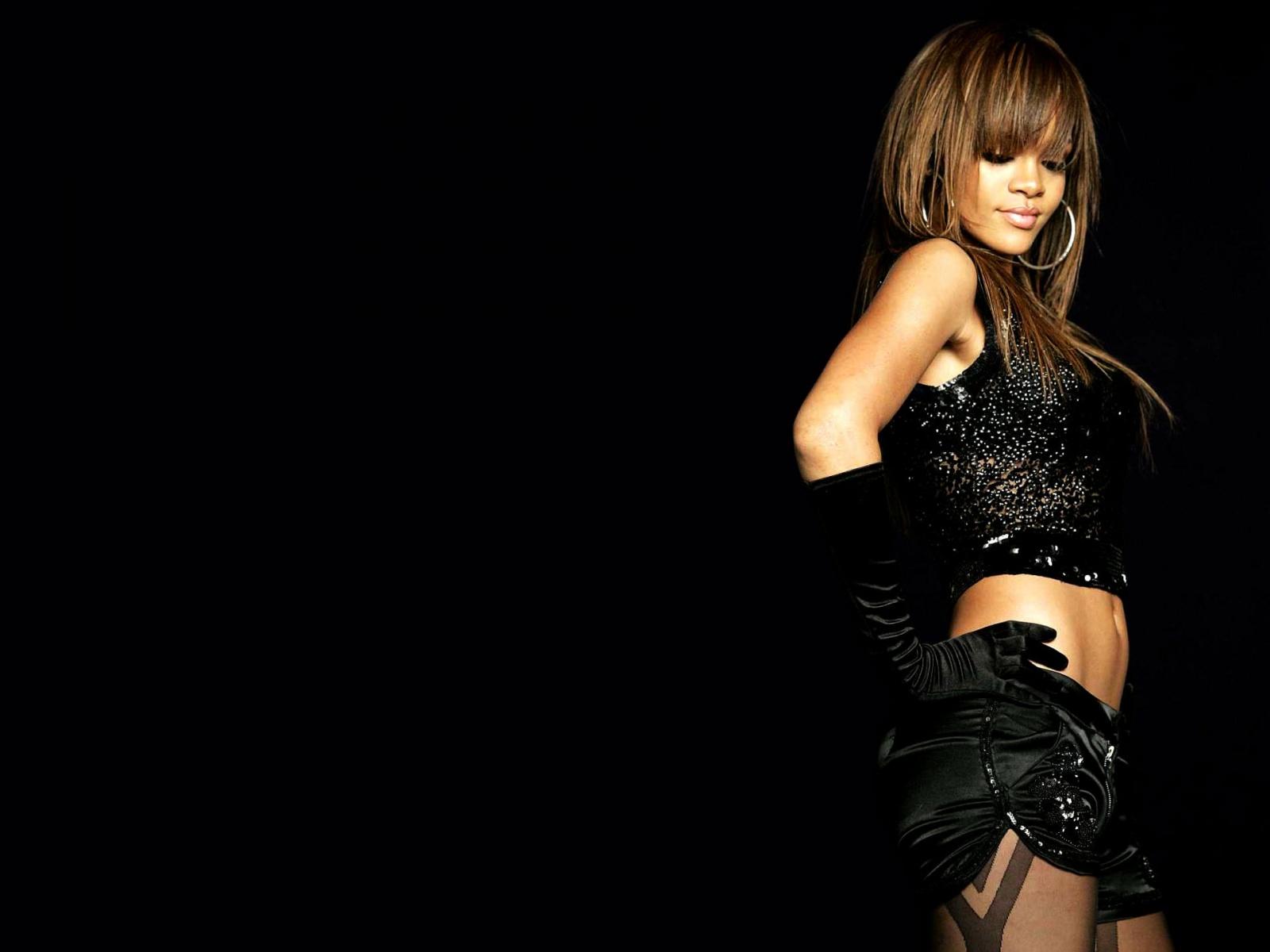 http://1.bp.blogspot.com/-9yZDSpZfW8Q/T7VQJ1vGU7I/AAAAAAAAA0c/4116hsATrAE/s1600/Rihanna+Sexy+Wallpapers+02.jpg
