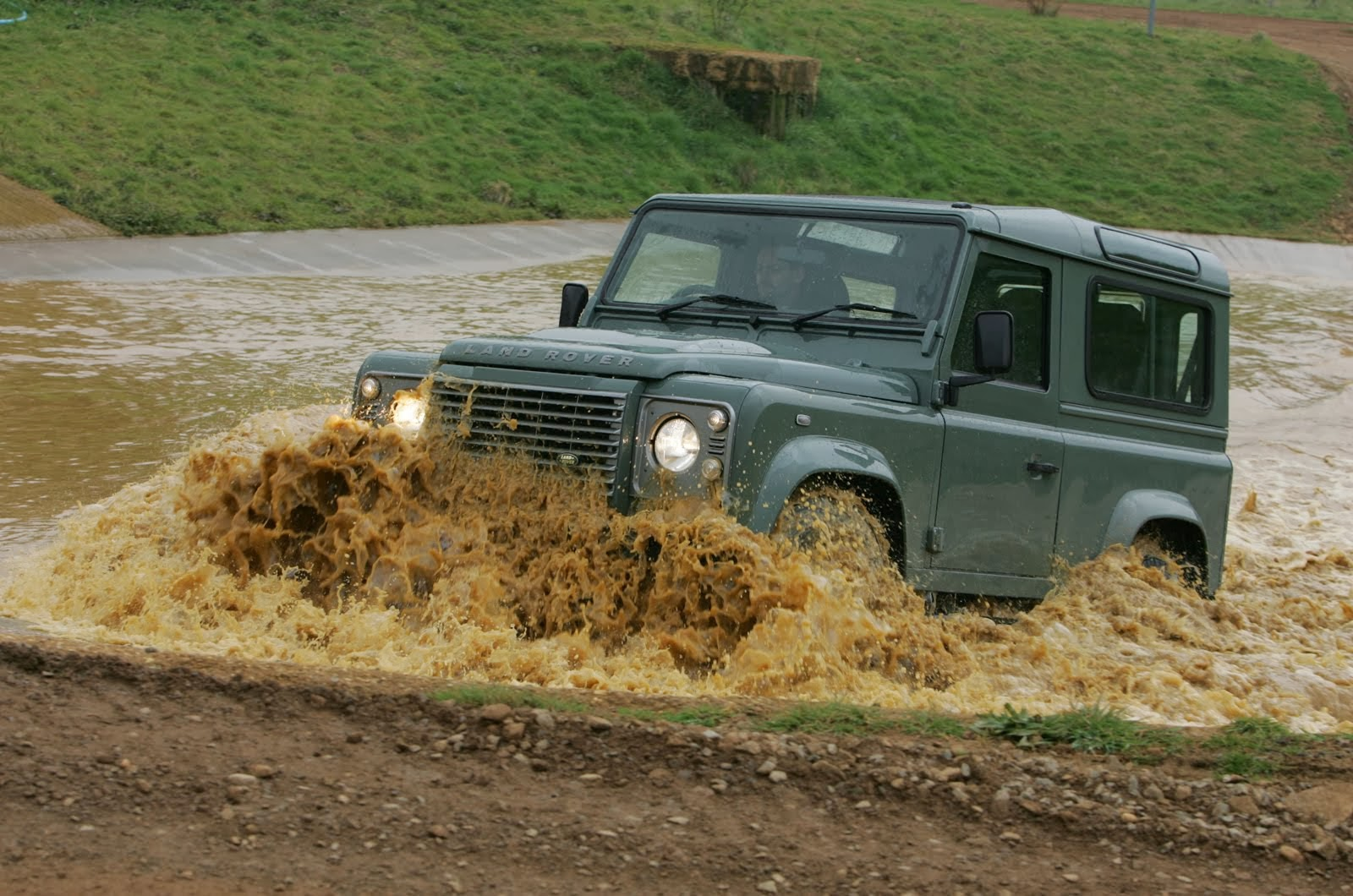 WWW.DEFENDER-LANDROVER.CO.UK