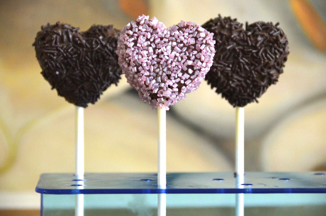 pizza zum fr hst ck st valentin cake pops herzen. Black Bedroom Furniture Sets. Home Design Ideas
