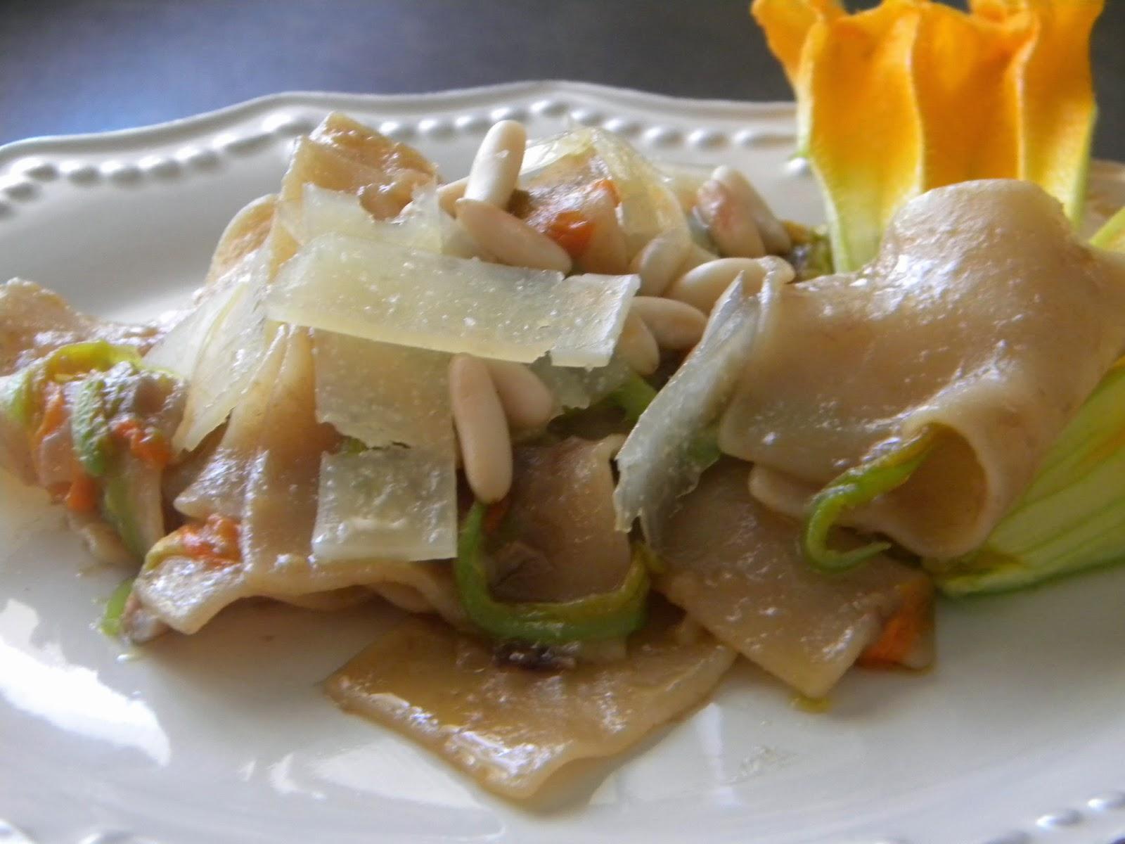 straccetti di pasta ai fiori di zucchine e asiago dop vecchio